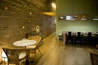 Salón interior de Latabarra de Barcelona