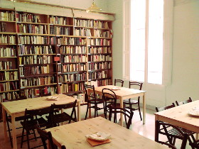Espacio librería del Espai Capra