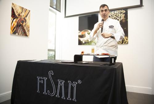 Ramón Freixa presentando sus creaciones para Ibéricos Fisan